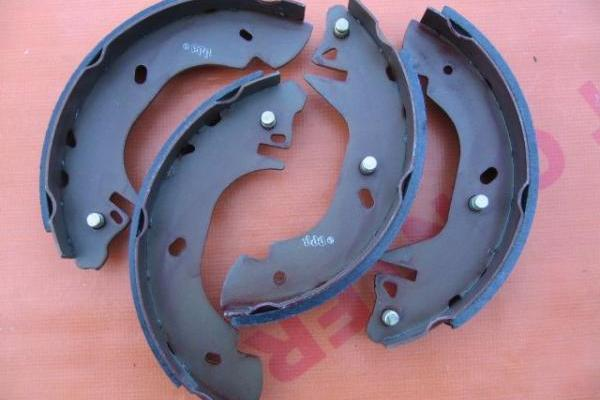 Brake shoe set 14\'\' LPR Ford Transit 1991-2000